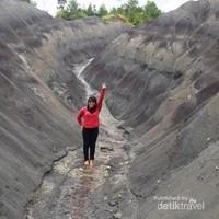 Letaknya ada di Desa Rantebua, Samalu, Toraja Utara