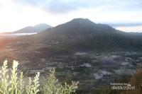 Pemandangan Gunung Batur dari Desa Pinggan