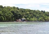 Dermaga Pulau Kakaban dari kejauhan