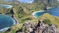 Spot yang cantik untuk berfoto di bukit Pulau Padar