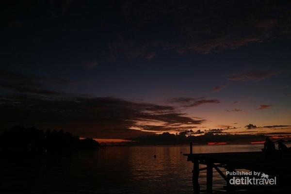 Suasana langit menjelang malam di Arborek.