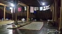 Tempat bermalam pengunjung di dalam salah satu Mbaru Niang