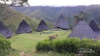 Desa Wae Rebo terdiri dari 7 rumah adat berbentuk kerucut
