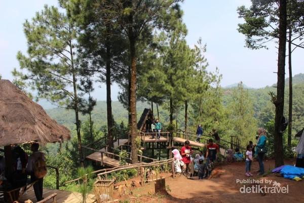 Salah satu spot berfoto yang terdapat di Panorama Pabangbon