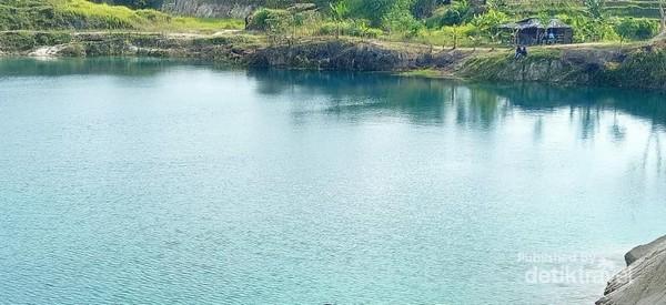 Tenangnya suasana danau bikin kamu betah untuk berlama-lama