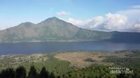 Pemandangan Danau Batur dari ketinggian Gunung Batur