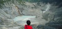 Kawah Ratu merupakan kawah terbesar dan terluas di Gunung Tangkuban Perahu