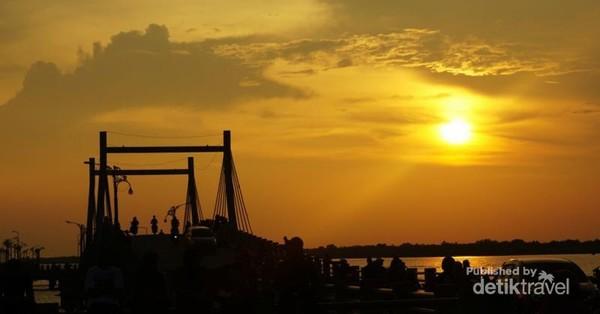 Jembatan Water Front City,