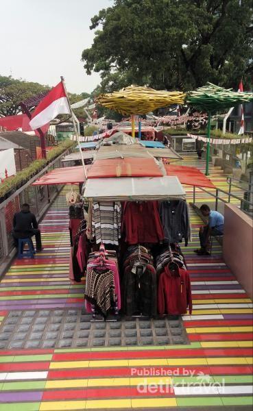 Suasana di Skywalk Bandung