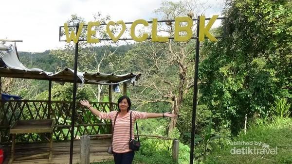 Gerbang awal menuju perjalanan ke Curug Benowo