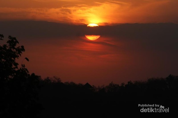 Sunset instagramable di Candi Barong
