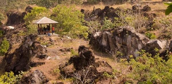 Penampakan dari jauh Hutan Kota Mayasih Cicugur, Kuningan