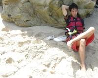 Santai Sejenak di pinggiran pantai