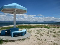 Meski demikian, namun panorama yang ditawarkan Pantai Pasifik Porsea ini tidak kalah indah dengan pantai-pantai asli yang menghadap ke laut lepas.
