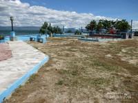 ada juga lokasi parkir yang luas dan tempat bermain anak.
