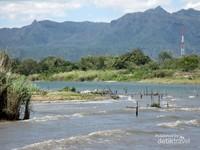 Sungai Asahan berhulu dari Danau Toba, tepatnya di Kecamatan Porsea, Kabupaten Toba Samosir. Hulu sungai ini memiliki pemandangan yang sangat indah dengan airnya yang sangat bersih dan jernih berwarna hijau toska