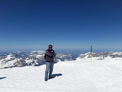 Gunung di Swiss Ini Punya Salju Abadi