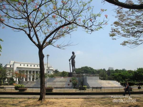 Monumen Lapu Lapu yang dikenal juga sebagai The Statue of The Sentinel of Freedom