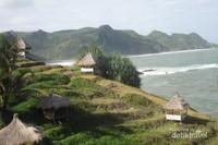 Pantai Menganti yang terkenal dengan keindahan alamnya ditambah dengan gazebo-gazebo yang menambah keindahan suasananya
