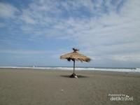 Pantai Sawangan berpasir coklat ini tidak boleh sampai anda lewatkan saat berlibur ke Kebumen, lokasinya tidak jauh dari Pantai Suwuk