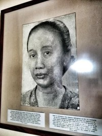 Maria Ulfa ,menteri sosial pertama dan sarjana hukum wanita pertama RI yang memutuskan perundingan dilakukan di gedung ini