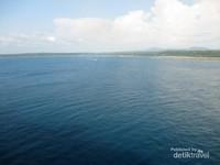 Punya laut yang indah dengan garis pantai yang panjang