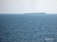 Tak begitu jauh juga ada pulau kecil