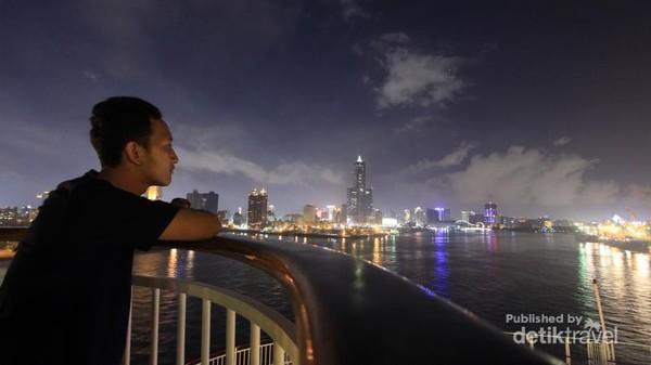 Saya memandangi Kota Kaohsiung