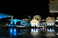 Masjid Baiturrahman yang megah setelah renovasi