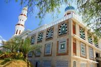 Masjid Oman dengan arsitektur Timur Tengah