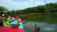 Wahana sepeda air di Ecopark Ancol
