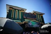 Pasar tradisional ini selalu ramai dikunjungi wisatawan yang datang ke Yogyakarta