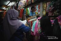 Belanja ke pasar tradisional turut mendukung gerakan masyarakat agar lebih mencintai produk-produk UMKM dan para pedagang skala kecil