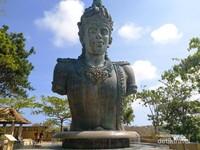 Patung Dewa Whisnu di GWK
