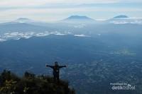 View yg dapat kita lihat: Gunung Marapi, Singgalang, Talang dan bukit barisan.