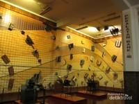 Peralatan bank di Museum Bank Mandiri
