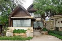 Berbagai tipe cottage dihadirkan untuk menjawab kebutuhan tamu resort
