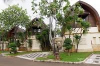 Banyaknya pepohonan di sekitar resort menjadikan suasana di sekitar resort sangat asri