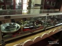 Berbagai koleksi di dalam museum