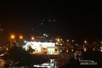 Kawasan sekitar dilihat dari jembatan Siti Nurbaya