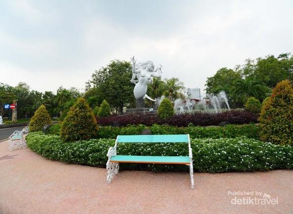 Patung selamat datang dari Putri Duyung Ancol