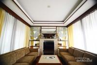 Ruangan TV yang nyaman untuk berkumpul bersama keluarga