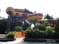 Wahana Dragon Slide yang mampu memacu adrenaline