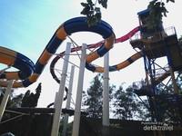 Nah ini Wahana Crazy Highest Longest Slide yang memiliki anak tangga dengan ketinggian 7 lantai