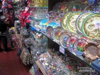 Di Peak Market ini terdapat berbagai macam barang yang cocok dijadikan sebagai oleh-oleh