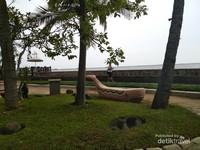 Berfoto dengan latar pantai bisa menjadi pilihan bila ke Ancol