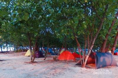 Seru! Camping Ceria di Tepi Pantai