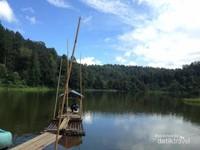 Sampan di Danau Situ Gunung