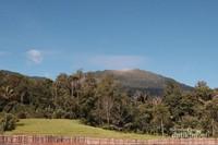 Di sisi barat berdiri gagah Gunung Sorik Merapi.