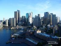 Kawasan Circular Quay disekelilingi gedung-gedung tinggi yang megah,dilihat dari Pylon Lookout. Sangat mempesona